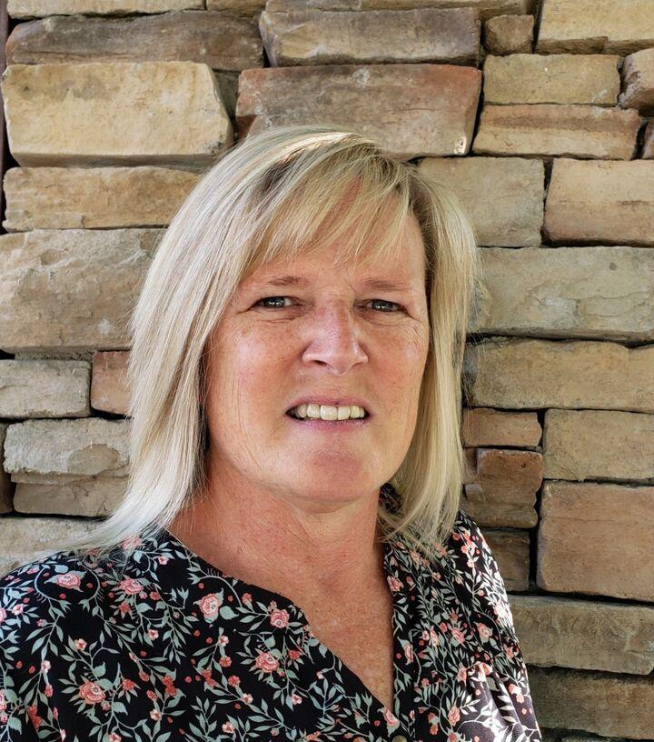 Kimberly Lennon, Associate Broker in Muncie, BHHS Indiana Realty