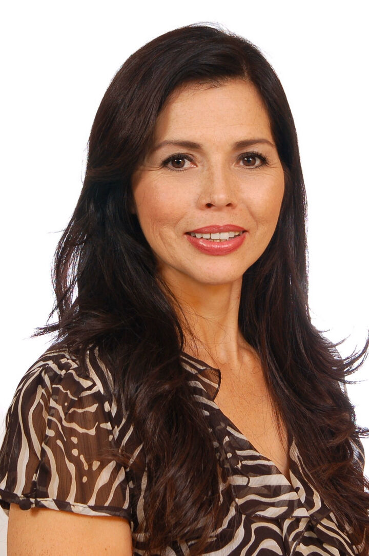 Elizabeth Zamudio,  in Northridge, Pinnacle Estate Properties