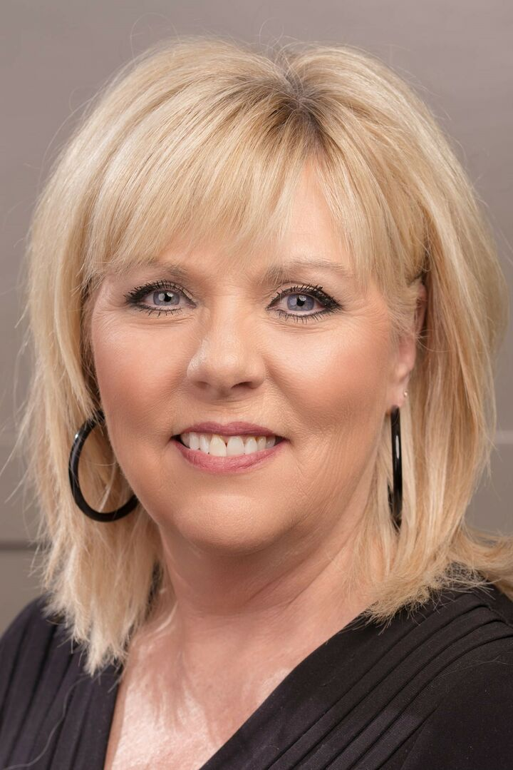 Christie Robertson, Associate Broker in Carmel, BHHS Indiana Realty