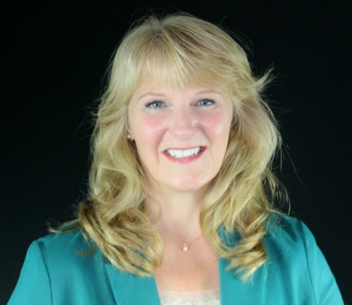 Pamela Ritz,  in Brooksville, Dennis Realty & Investment Corp.